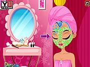 Супермодель делает макияж